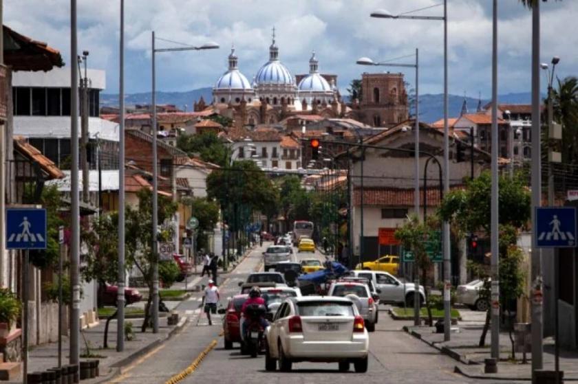 Ecuador restringe tránsito por carreteras las noches de los fines de semana