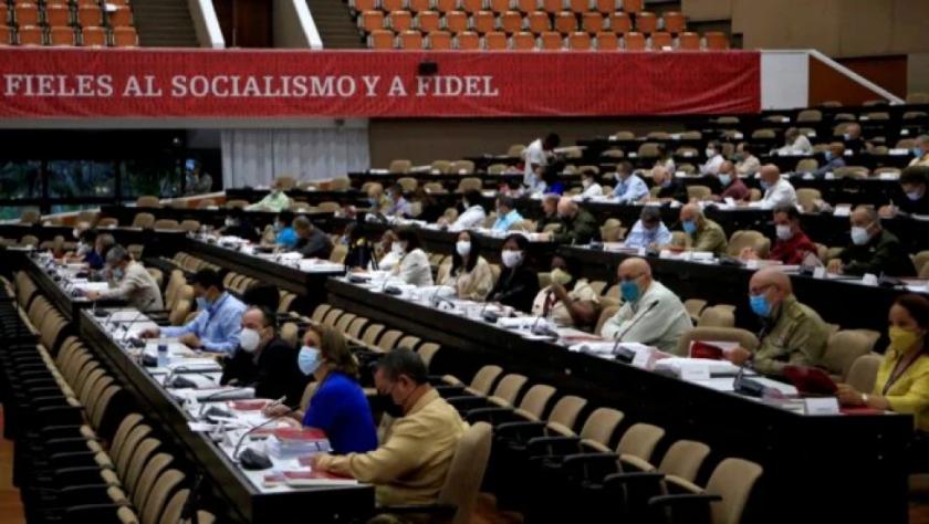 """Partido Comunista cubano llama a enfrentar """"subversión"""" en redes y crisis económica"""