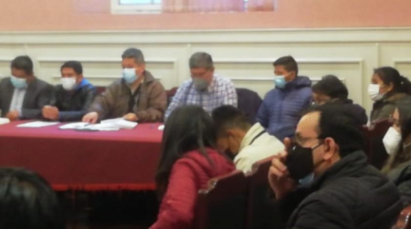 Mensajes entre Characayo y García revelan que coordinaron reunión con víctimas