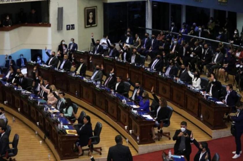 Destitución de jueces en El Salvador enciende alarmas sobre autoritarismo de Bukele