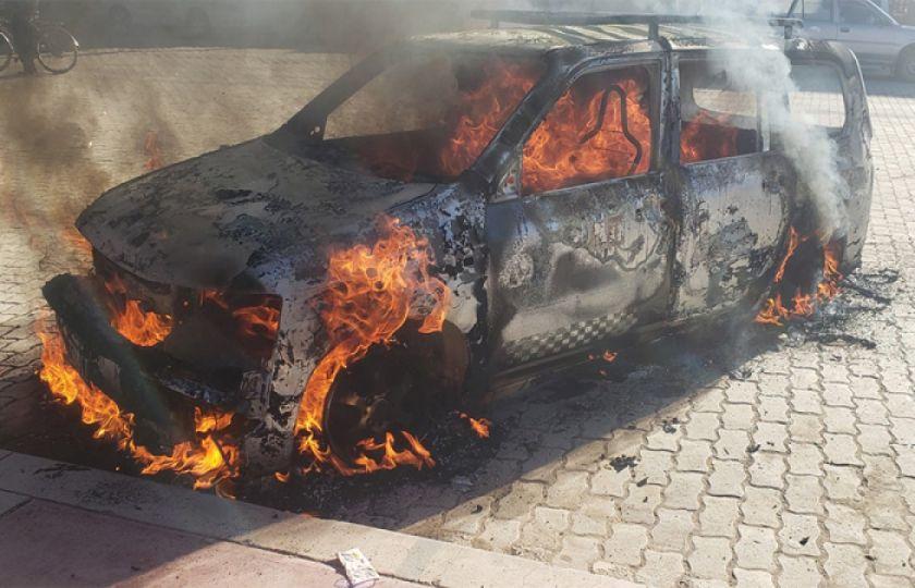 Defensoría pide a la Policía investigar quema de vehículo y agresión a periodistas de Tv en Batallas