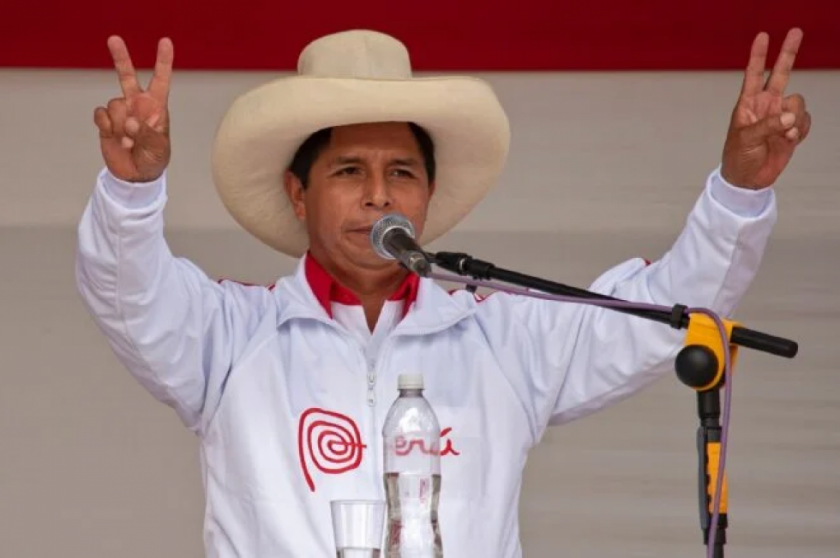 Izquierdista Castillo lidera sondeo presidencial en Perú ante Fujimori
