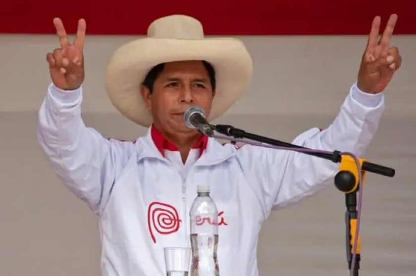 Castillo recibe apoyo de candidata socialista a un mes del balotaje en Perú