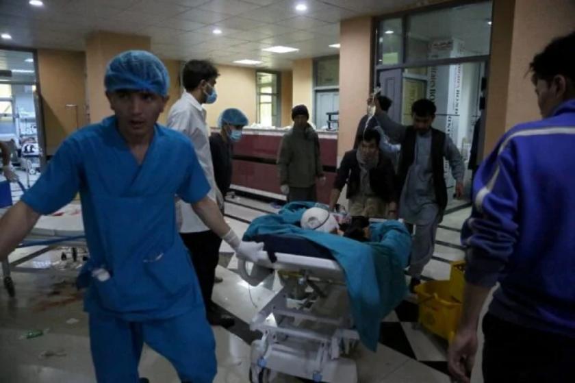 Los talibanes decretan un alto al fuego de tres días en Afganistán tras una ola de violencia