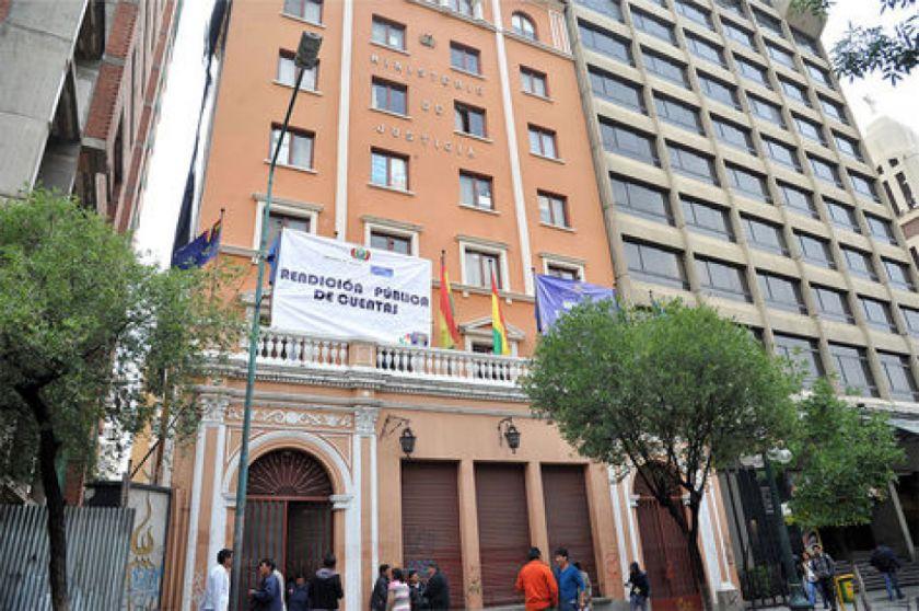 Ministerio de Justicia afirma que sigue el caso de feminicida fugado en Cochabamba