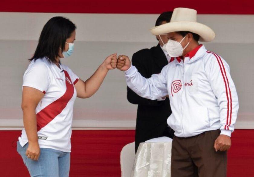 Keiko y Castillo firman compromiso democrático tras pedido de las iglesias en Perú