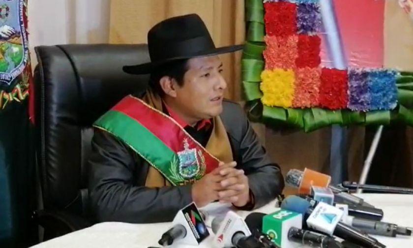 Santos Quispe responde a Jallalla que no lo pueden expulsar porque nunca fue militante