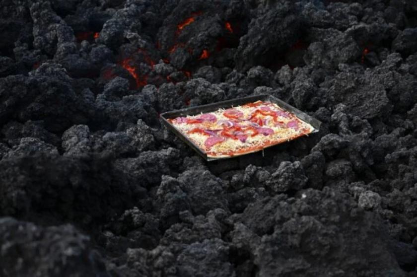 Salsa, queso y lava, la pizza que se cuece al calor de un volcán en Guatemala