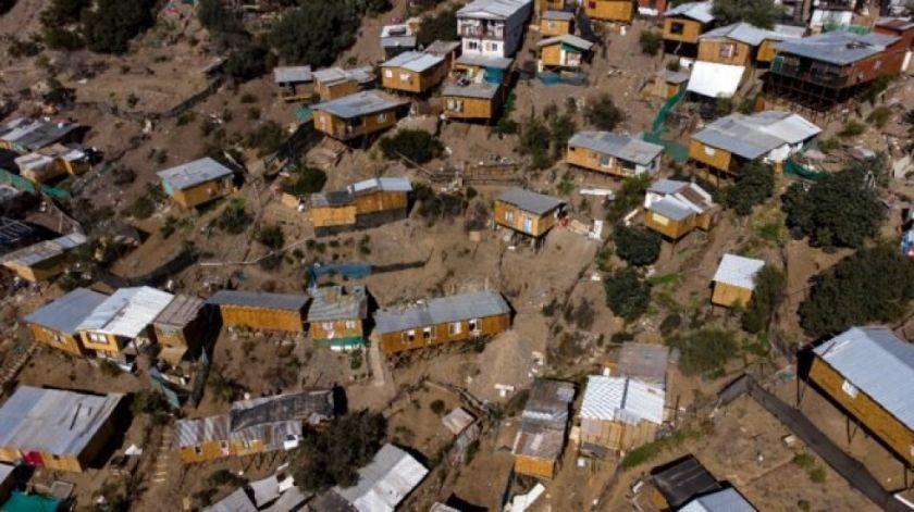 Campamentos populares : el rebrote abrupto de la pobreza en Chile