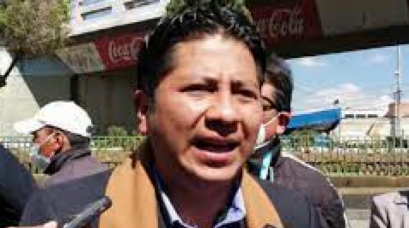 """Chui pide la renuncia de Santos o de su esposa: """"no pueden trabajar en la misma institución"""""""