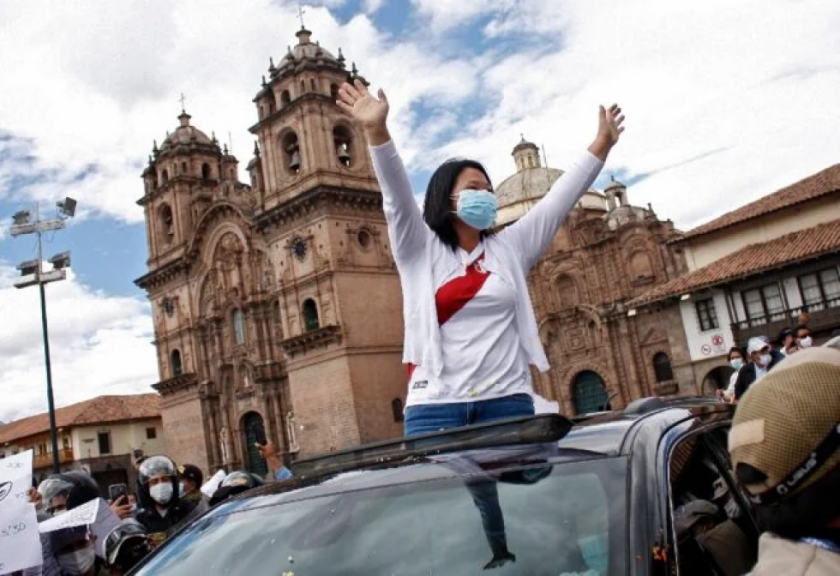 Keiko, la heredera de la dinastía Fujimori, cerca de ser la primera presidenta de Perú