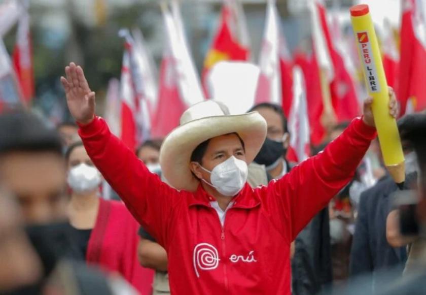 Castillo, el maestro que puede llevar a la izquierda al poder en Perú