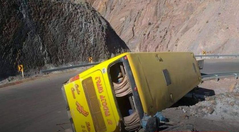 Reportan que accidente de bus deja 2 fallecidos y 10 heridos en Tupiza
