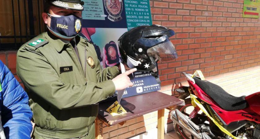 Atrapan a dos jóvenes que se hacían pasar por policías en El Alto