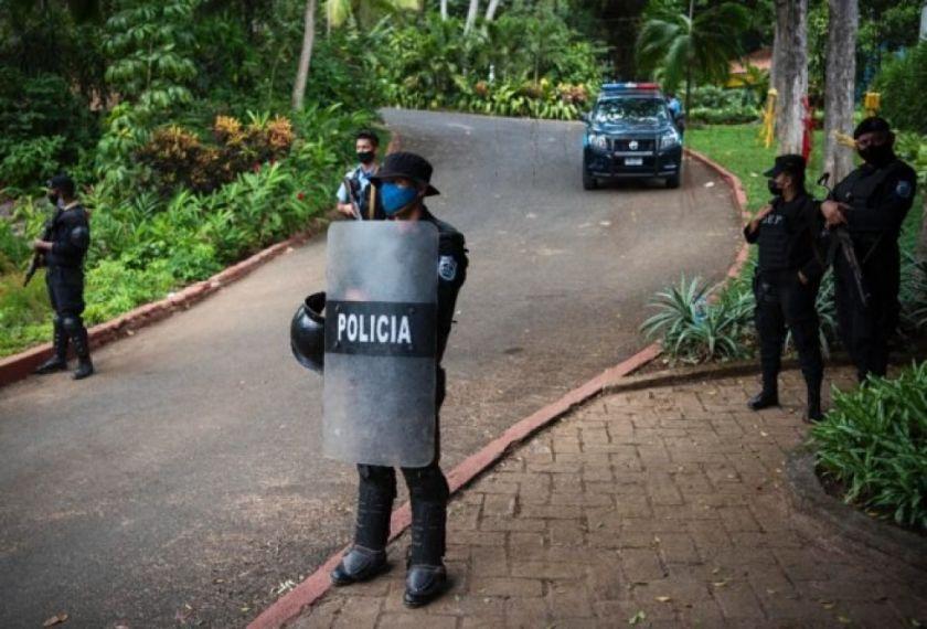 """Policía de Nicaragua detiene a banquero por incitar a """"injerencia extranjera"""""""