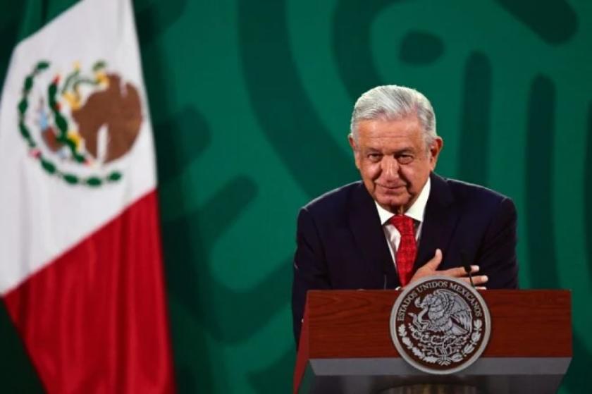 Presidente de México condena masacre de 14 personas en frontera con EEUU