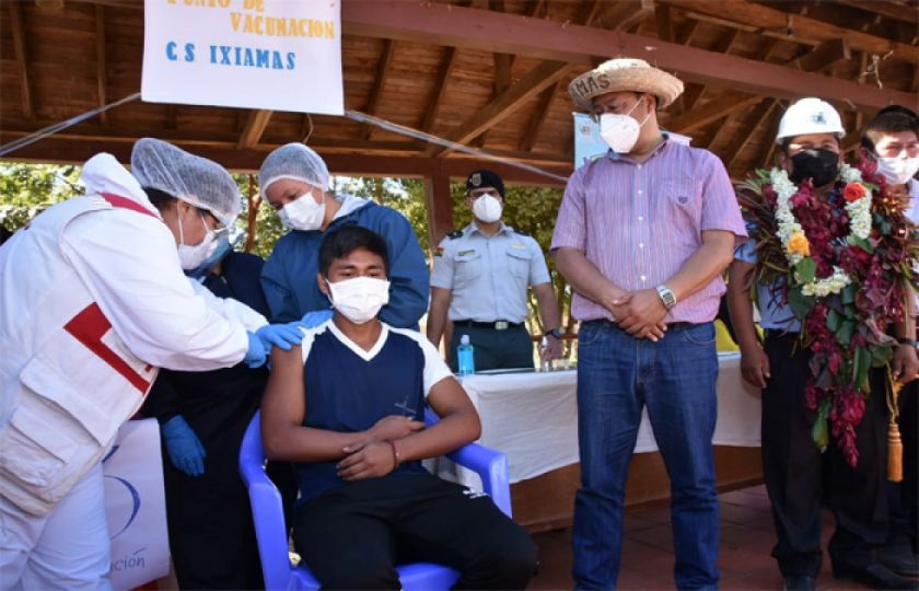 Gobierno destaca vacunación de dos millones de personas con primera dosis
