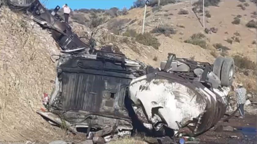 Tupiza: Reportan accidente de tránsito de cisterna con miles de litros de combustible