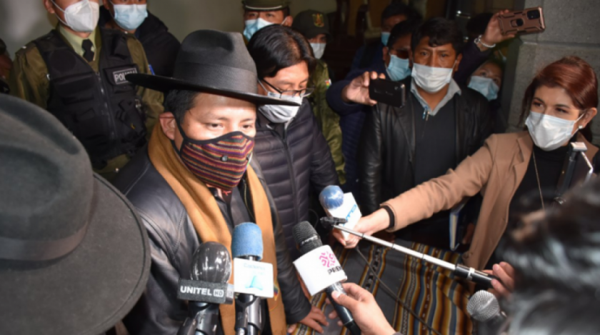 """""""Con o sin la alcaldesa Eva Copa se hará la vacunación masiva en El Alto"""", anuncia el gobernador de La Paz"""