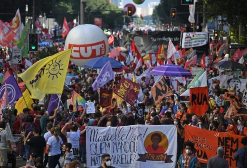 """Brasileños vuelven a la calle para pedir el """"impeachment"""" de Bolsonaro"""