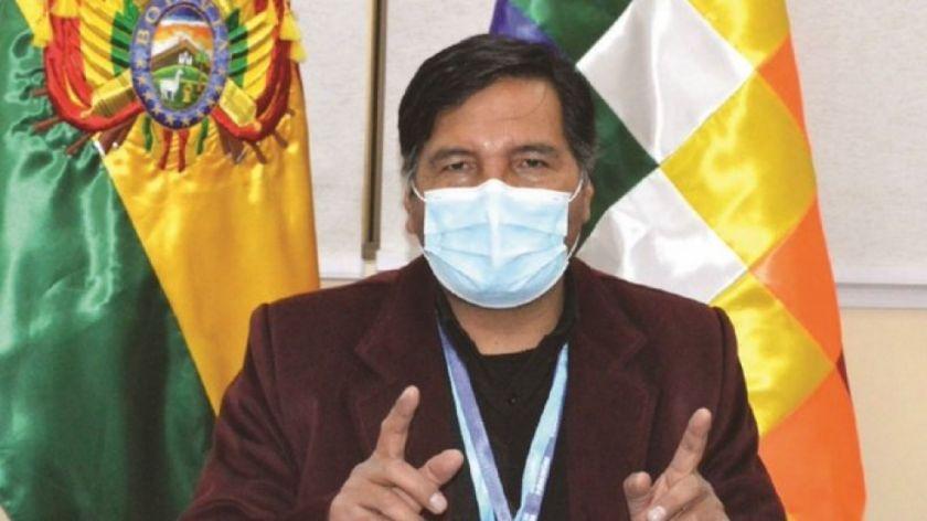 Durante conferencia de prensa, ministro Quelca y sus funcionarios increpan a periodista