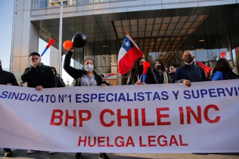 Trabajadores de Escondida, la mayor mina de cobre en Chile, aprueban ir a huelga