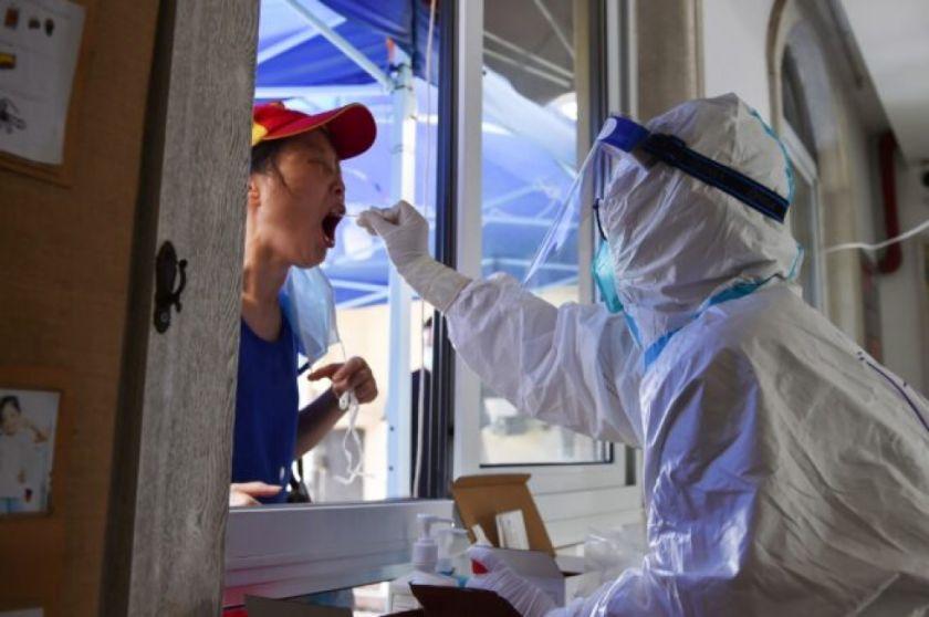 Reportan que hay millones de confinados en China para luchar contra variante delta del coronavirus