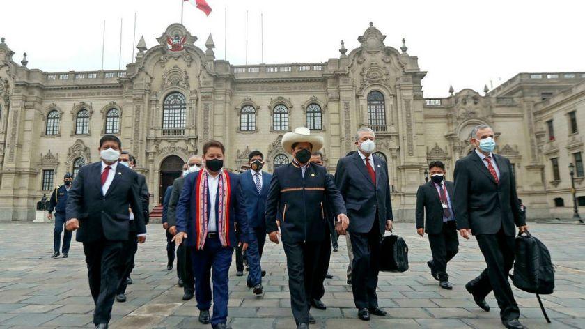 Congreso de Perú define si da voto de confianza al gabinete de Castillo
