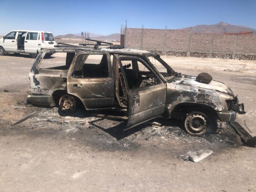 Dos vehículos militares son quemados en Sabaya tras operativo anticontrabando