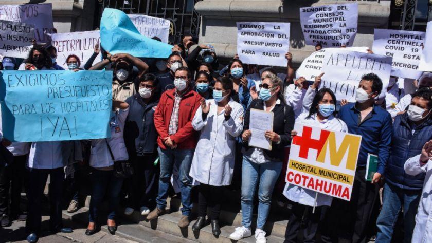 Hospitales municipales se declaran en emergencia en La Paz