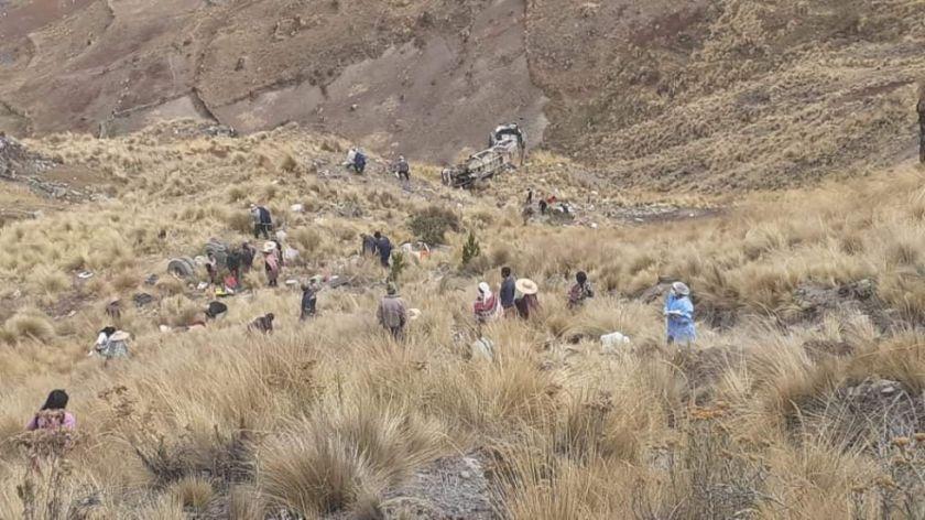 Embarrancamiento de bus deja 21 muertos y 10 heridos en la ruta Morochata y Quillacollo