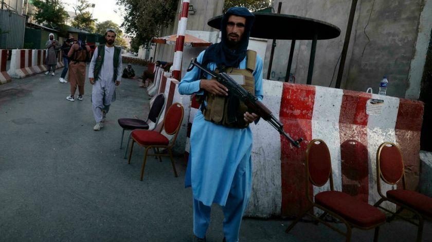 Talibanes investigan presuntas ganancias ilícitas del gobierno derrocado