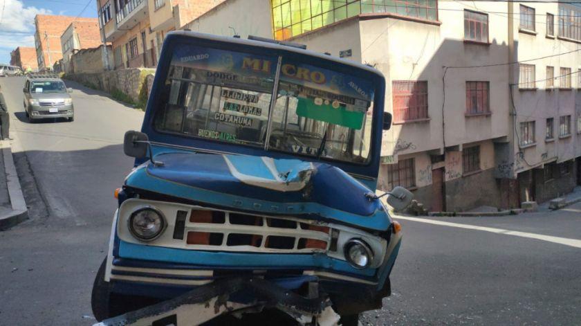 Reportan cinco heridos tras accidente protagonizado por un bus en La Paz