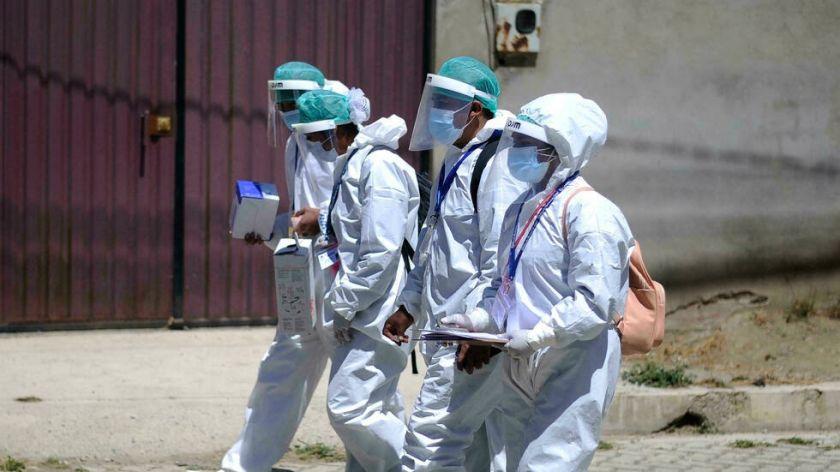 """""""Hombres lobo"""" y """"esterilidad"""": desinformación lentifica vacunación en ciudad boliviana"""