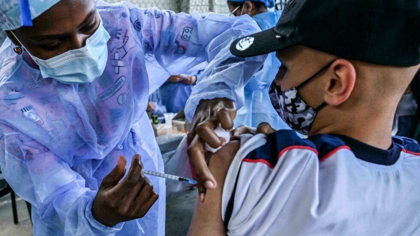 """Reportan que la vacuna de Pfizer/BioNTech es """"segura"""" para niños de entre 5-11 años"""