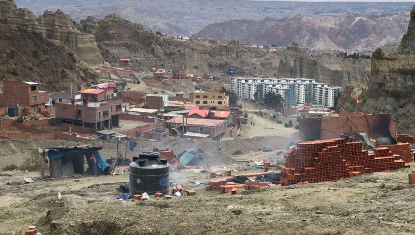 La Paz: Reportan que un hombre perdió la mano por explosión en medio de enfrentamiento por terrenos