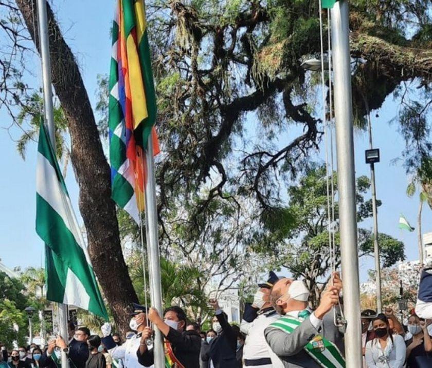 Gobernación cruceña dice que la wiphala fue una 'imposición'