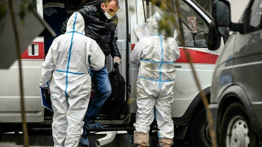 Rusia registra por primera vez más de 900 muertos por covid en 24 horas