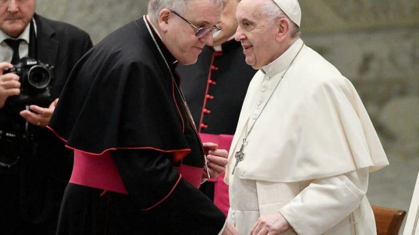 """El Papa expresa su """"vergüenza"""" ante el escándalo de abusos sexuales contra niños en Francia"""