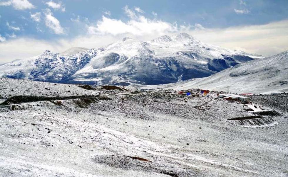 La nieve también cayó en proximidades a la ciudad de Potosí.