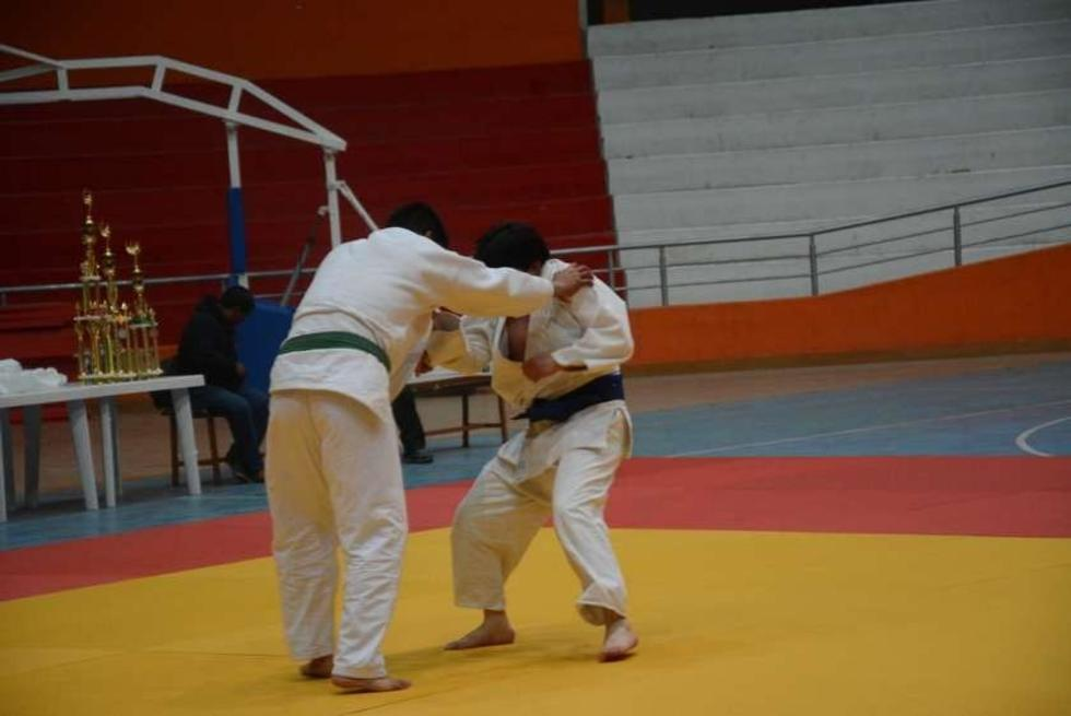 Uno de los combates en la categoría varones.