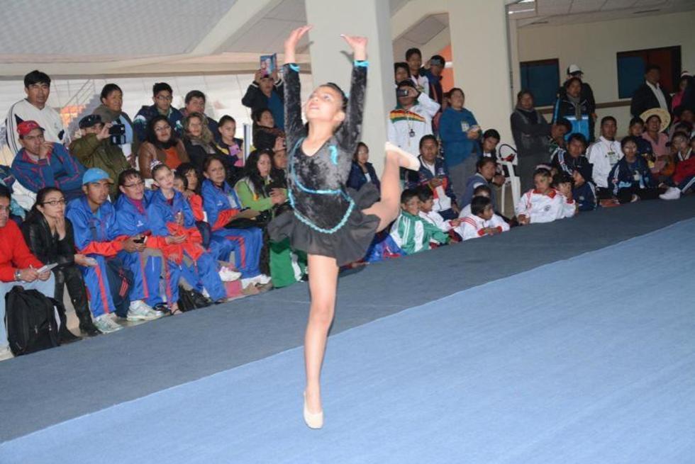 Una de las participantes en la disciplina de gimnasia los Pluris.
