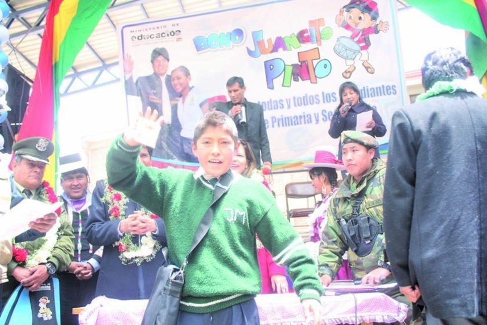 El monto de 200 Bolivianos busca incentivar la permanencia educativa.