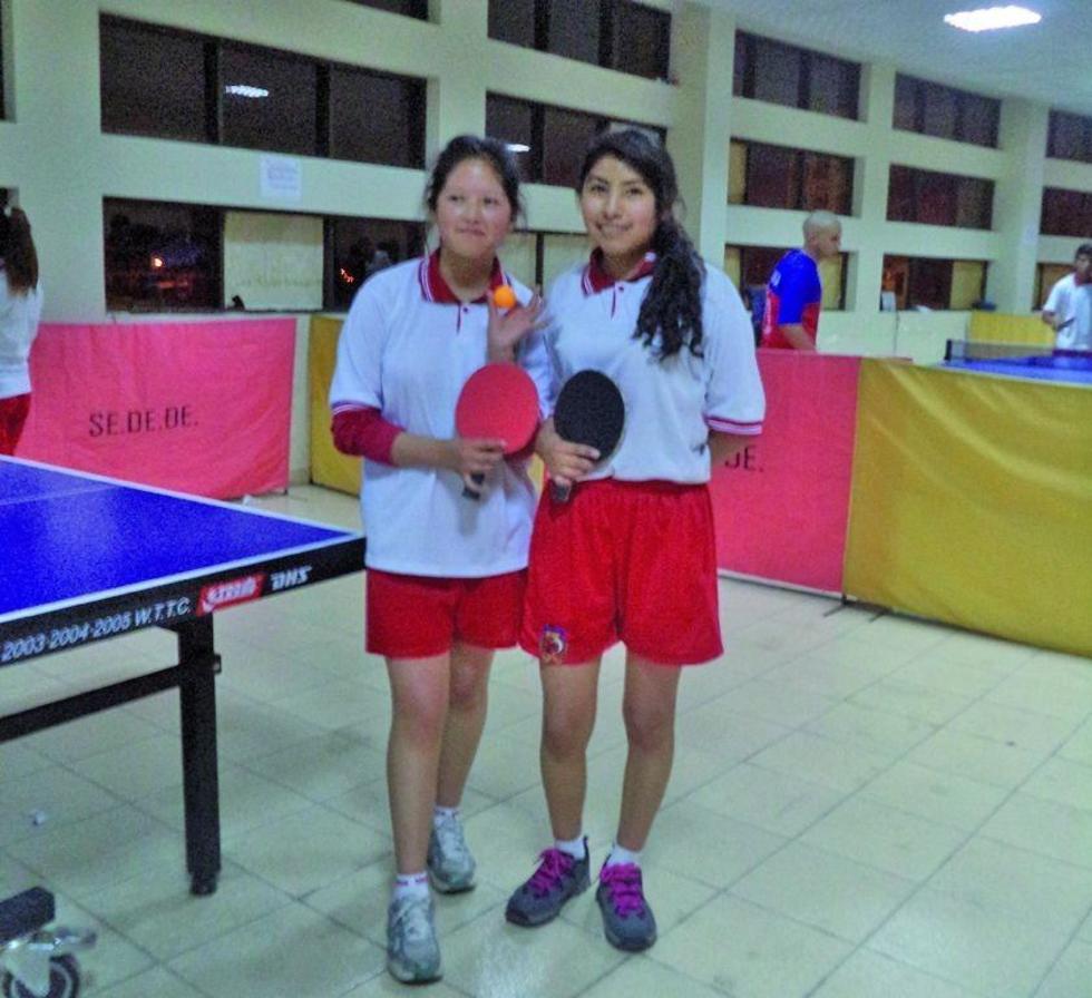 Las campeonas de Tenis de Mesa, Nelly Choque y Damiela Farfan, de Villazón.