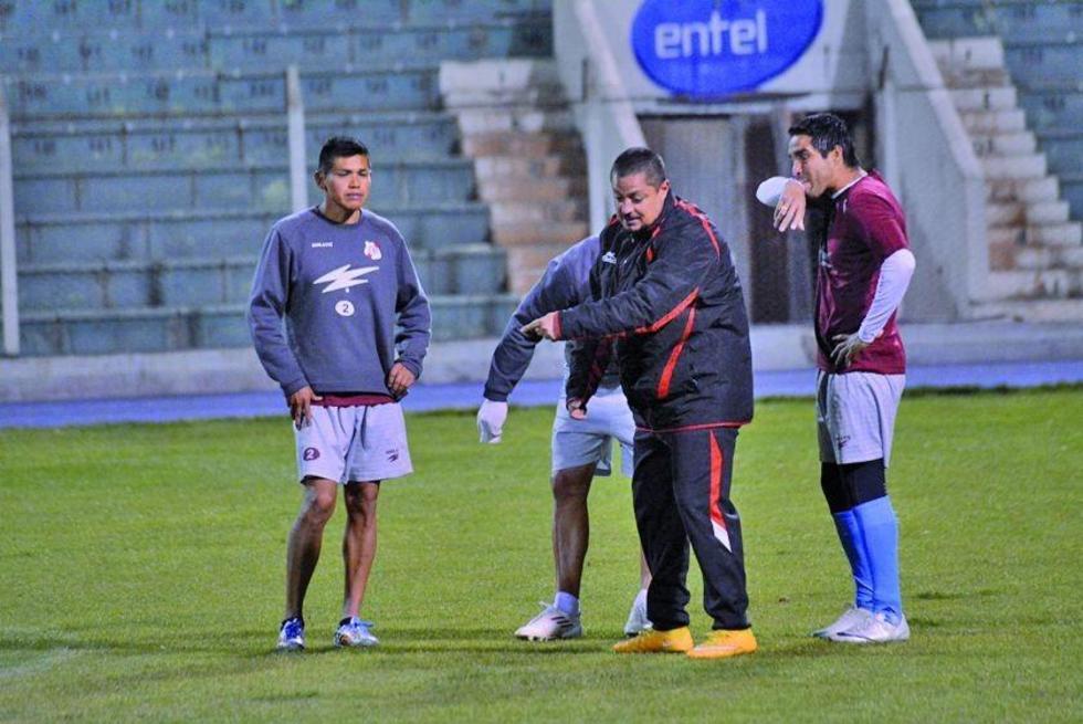 Luis Aníbal Torrico junto al técnico David de La Torre e Ignacio García en una práctica anterior.