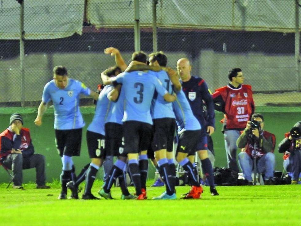 Uruguay tumba 3-0 a Colombia