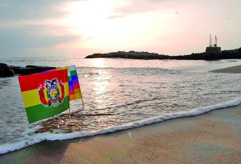 En 1825, Bolivia nació a la vida independiente con una costa de aproximadamente 400 km sobre el Pacífico.