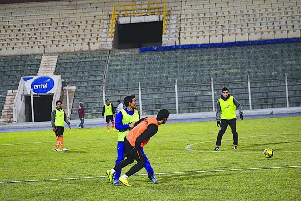 Los jugadores del conjunto lila en plena práctica.