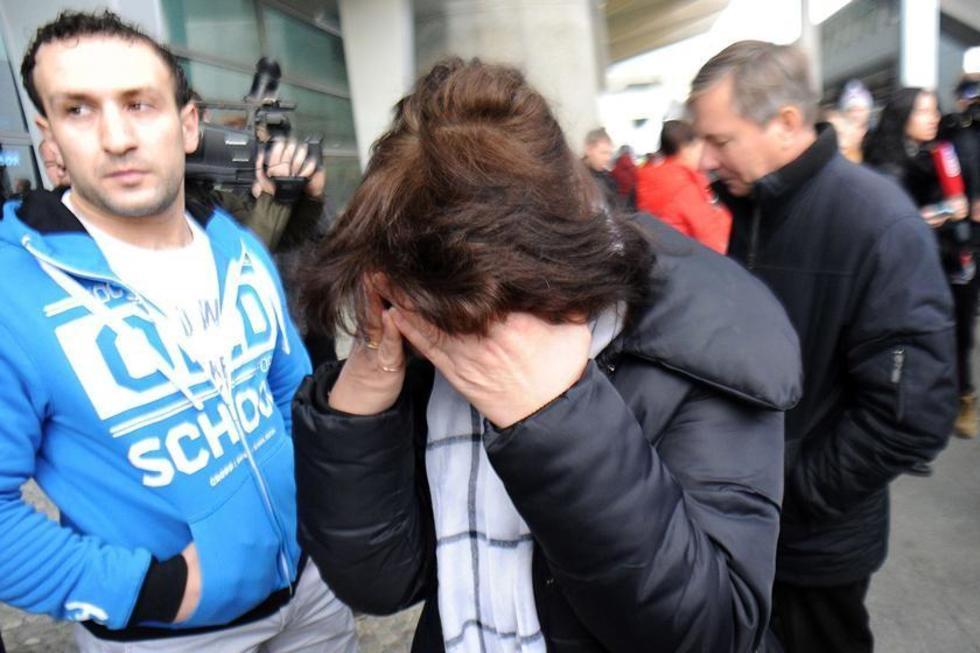 Los familiares lloran por la trágica noticia, en su mayoría los fallecidos eran rusos.