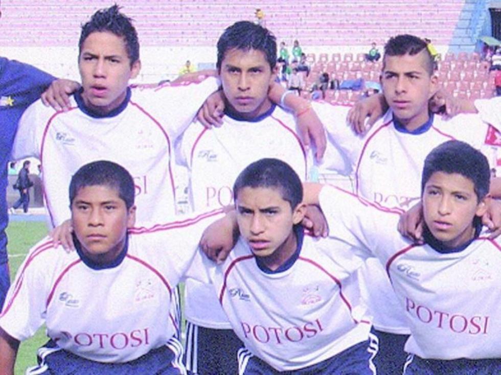 Los jugadores Jonathan Cabrera y Pablo Vásquez junto a sus compañeros, José Barrientos (en recuadro).